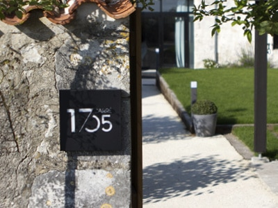 Logo, comunication globale, pour la chambre d'hôte Carré 1705